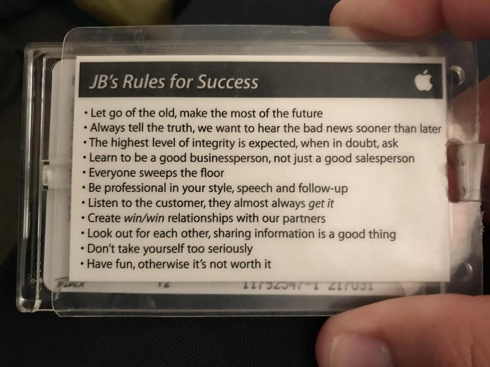 Thẻ nhân viên của và 11 điều luật thành công của Apple