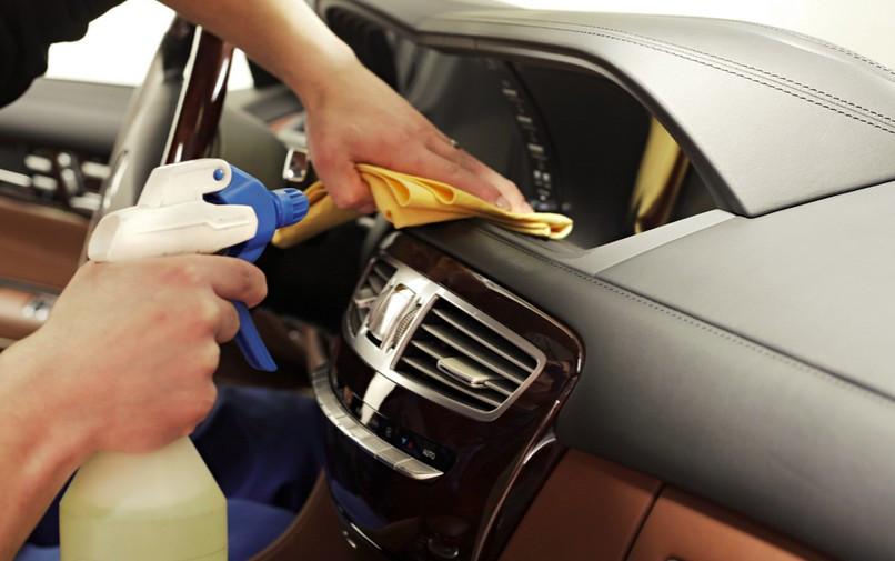 Một số điều cần biết khi tự vệ sinh nội thất ô tô tại nhà
