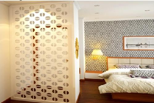 Mẫu phòng ngủ đẹp khi có vách ngăn hoa văn trang trí