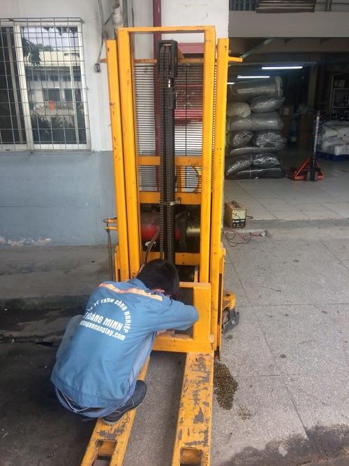 Tư vấn cách sửa chữa xe nâng tay miễn phí - Phụ tùng Hoàng Minh