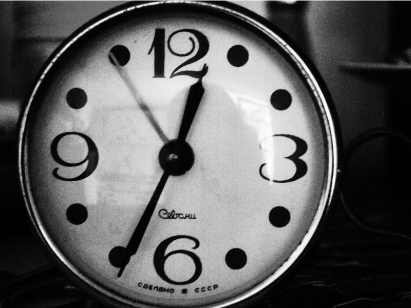 Mất ngủ hoặc thường xuyên thức khuya cũng là nguyên nhân gây nám da mặt