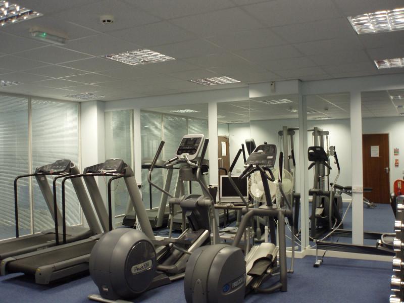 Lợi ịch thú vị khi lắp gương phòng tập gym
