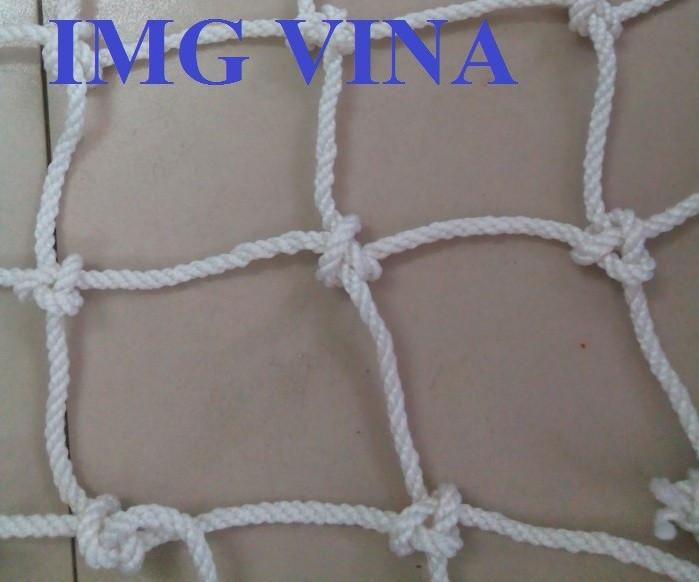Lưới an toàn dù trắng dùng để bao bọc hàng hóa