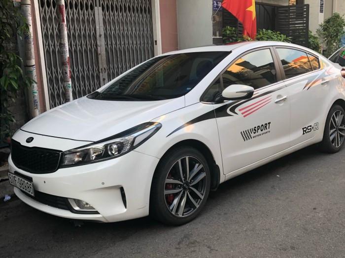 Giá thuê xe 4 chỗ tự lái TPHCM