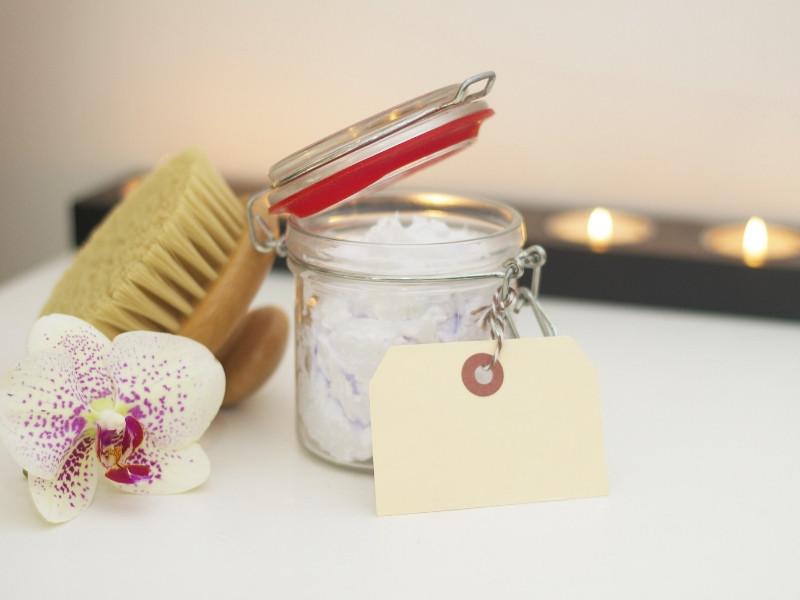Kinh nghiệm mở spa: nên chọn mua loại mỹ phẩm nào?