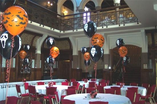 Trang trí quán cafe chào đón Halloween bằng decal dán tường độc đáo 3