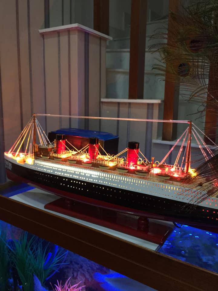 Tàu thuyền sang trọng làm bằng gỗ tự nhiên 100% có đèn
