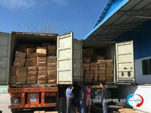 Kiểm hóa hàng tại cửa khẩu biên giới Mộc Bài - Tây Ninh