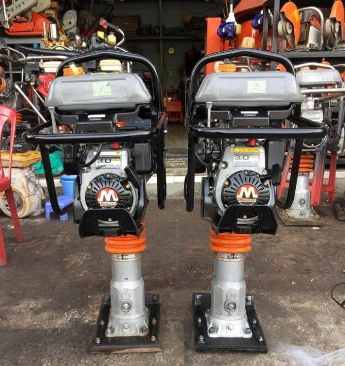 So sánh máy đầm cóc chạy điện và máy đầm cóc chạy xăng