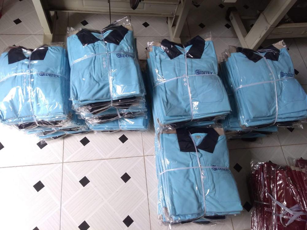 Thành phẩm may áo thun đồng phục giá rẻ được đóng gói và chờ giao khách hàng