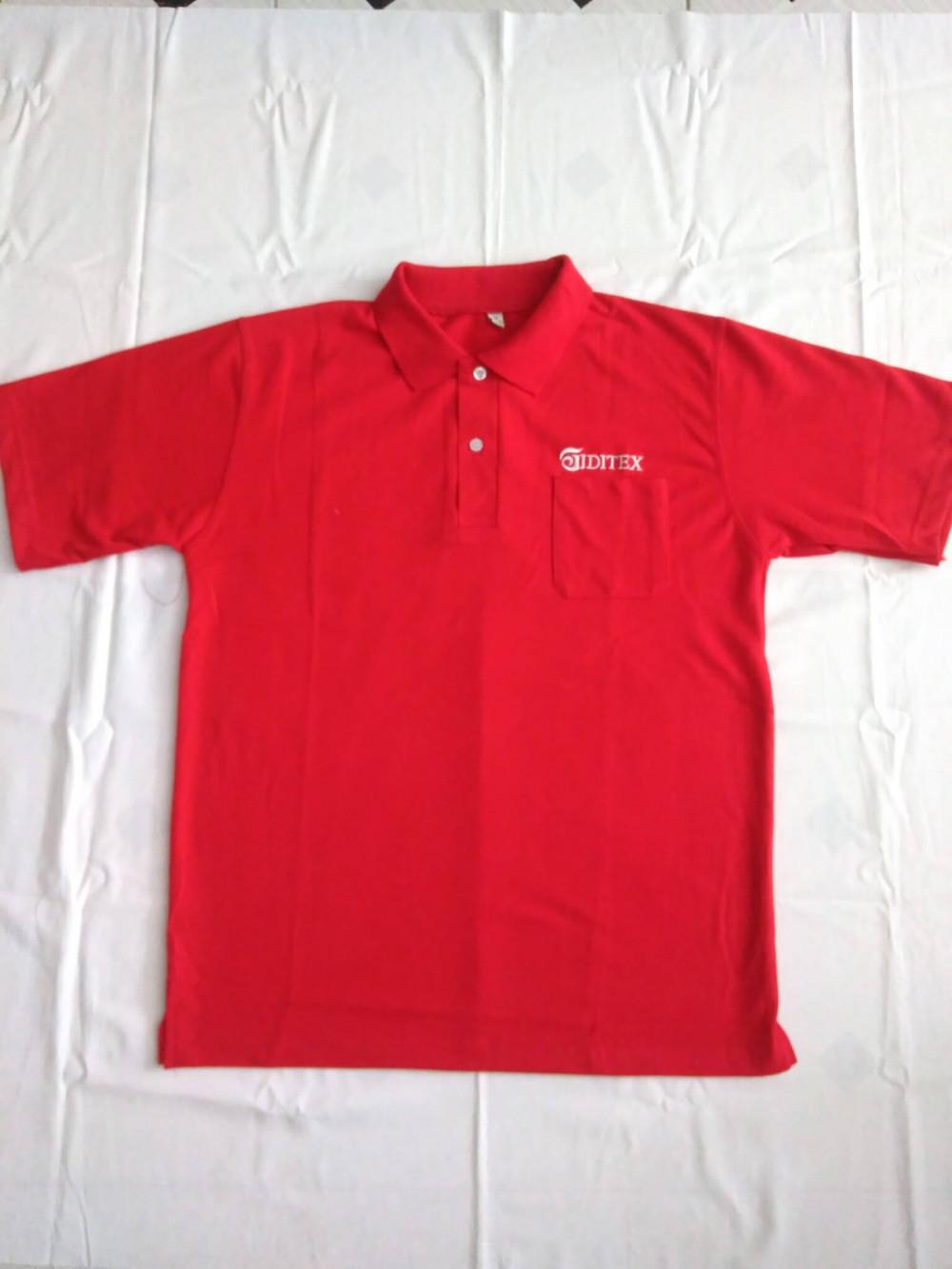 Mẫu áo thun đồng phục đỏ - logo trắng - thành phẩm may gia công áo thun đồng phục từ xưởng may Trang Trần