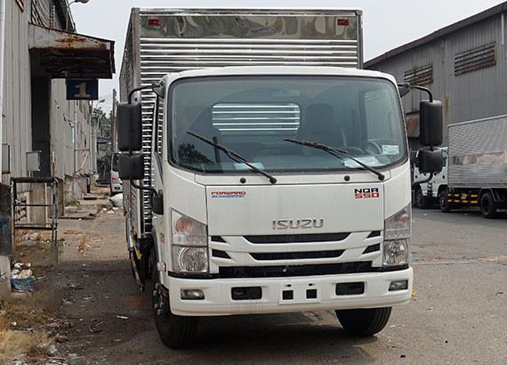 Giá xe tải Isuzu 5.5 tấn thùng kín