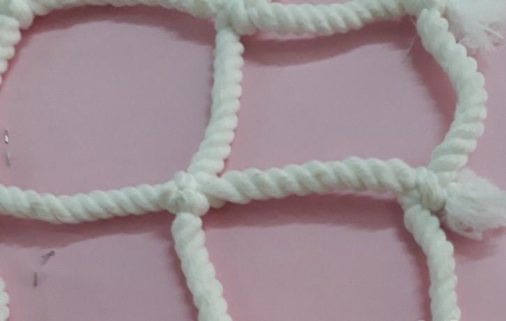 Lưới an toàn dù trắng dùng để trang trí