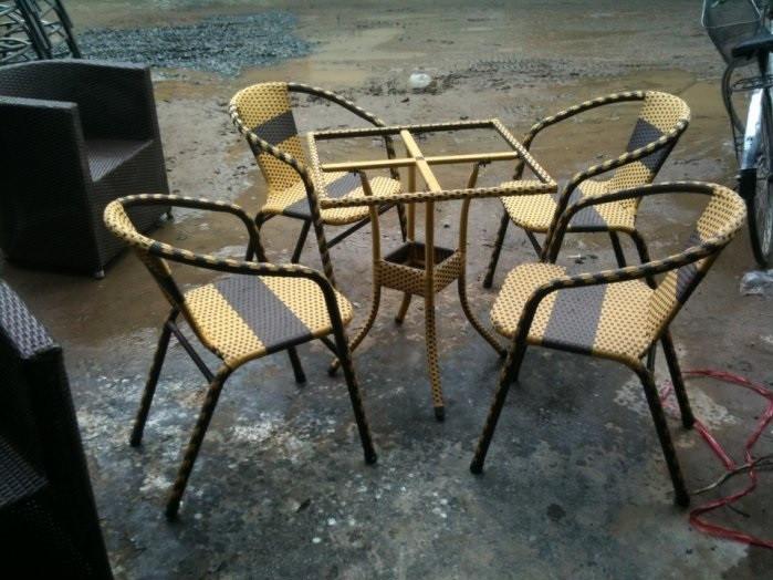 Chọn bàn ghế nhựa giả mây cho bàn ghế cafe ngoài trời
