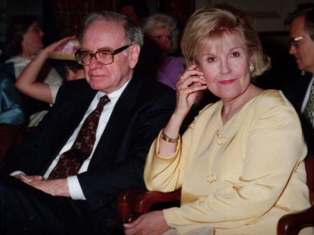 Sự nuối tiếc của Warren Buffett ở tuổi xế chiều và nổi niềm của những doanh nhân nổi tiếng: Đừng bao giờ vì sự nghiệp mà đánh mất điều quý giá này