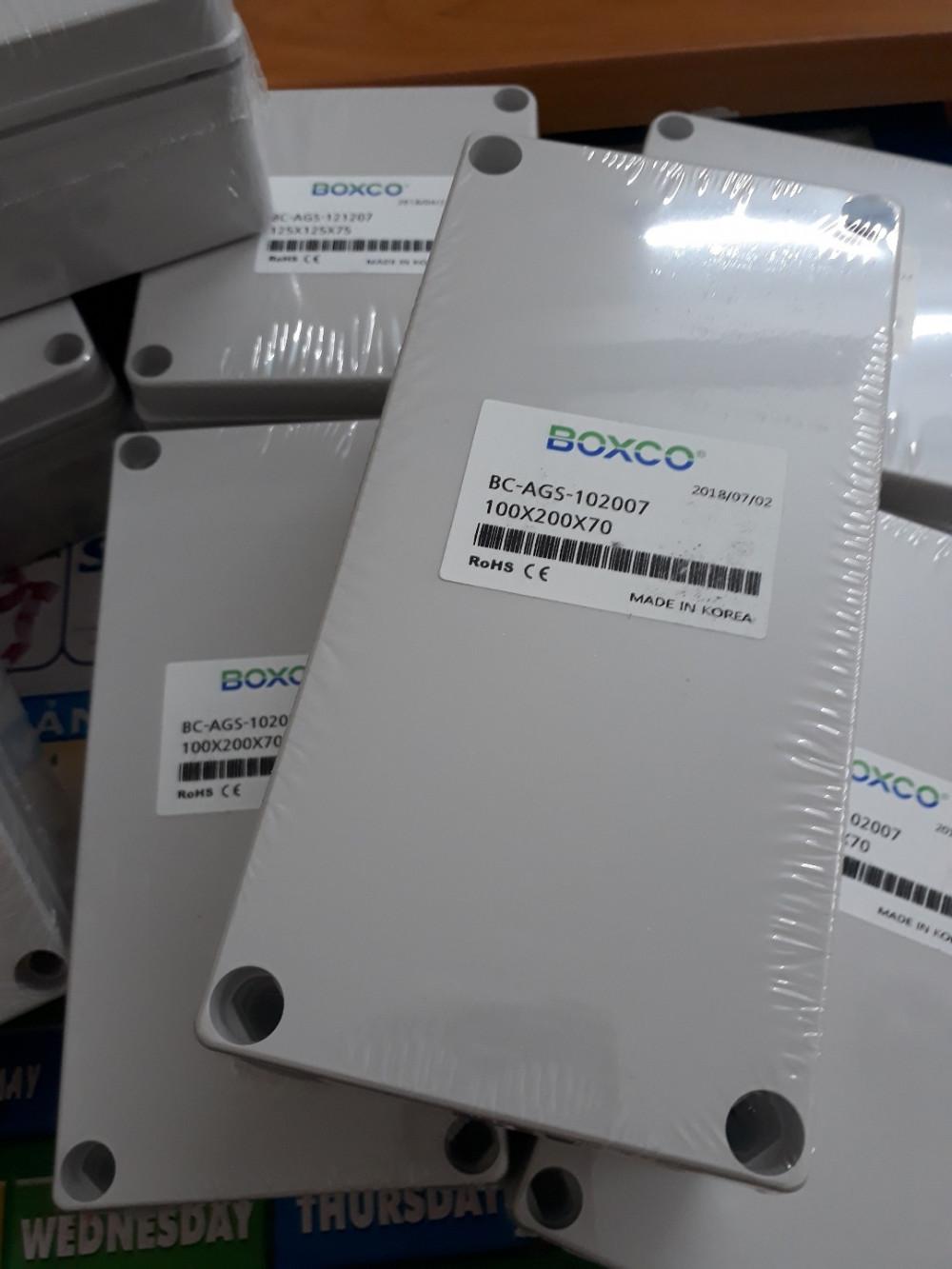 So sánh tủ điện nhựa và tủ điện kim loại
