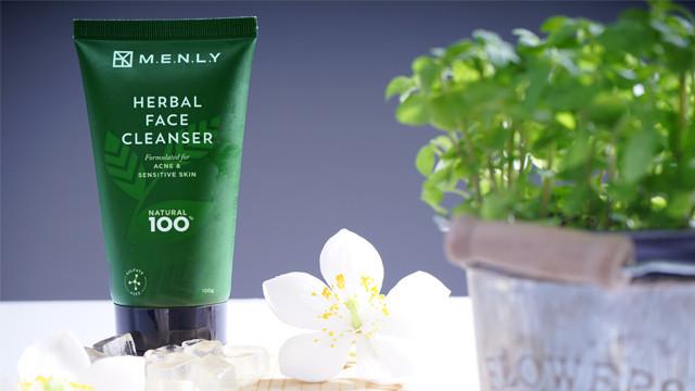 Bộ tứ dưỡng da sạch mụn Menly với chiết xuất từ thiên nhiên giúp làn da nam giới được nâng niu trọn vẹn(1)