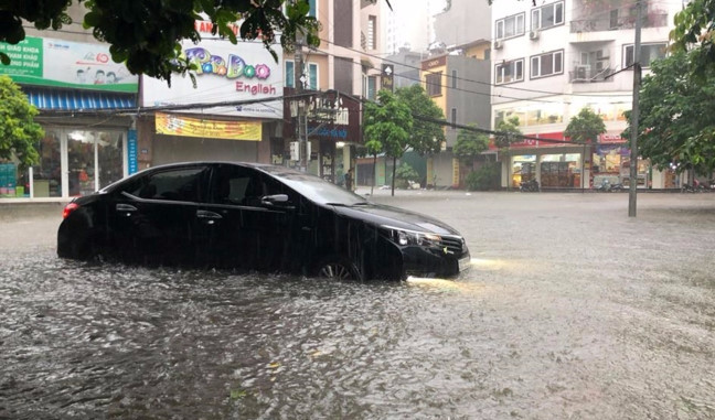 Tài xế cần chú ý khi lái xe mùa mưa - Kinh nghiệm thuê xe tự lái