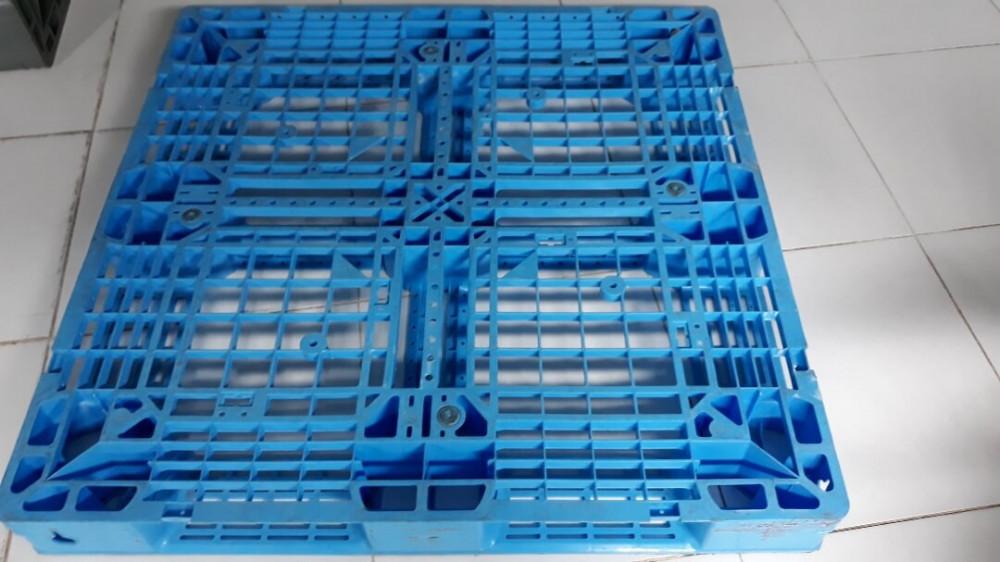 Cần quan tâm đến chất liệu pallet nhựa cũ
