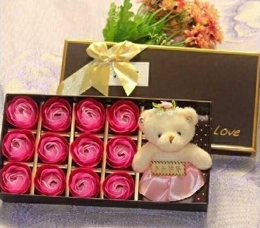 Quà tặng ý nghĩa - Hoa hồng sáp 12 bông kèm gấu sweet love