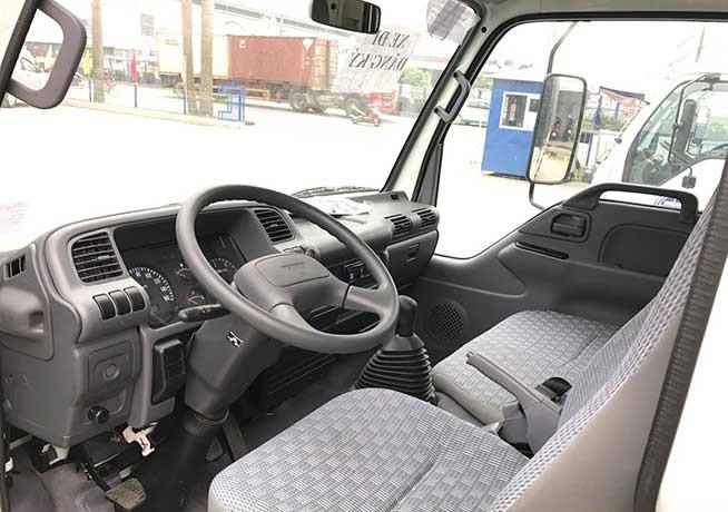 Trang bị nội thất xe tải Isuzu 1.9 tấn