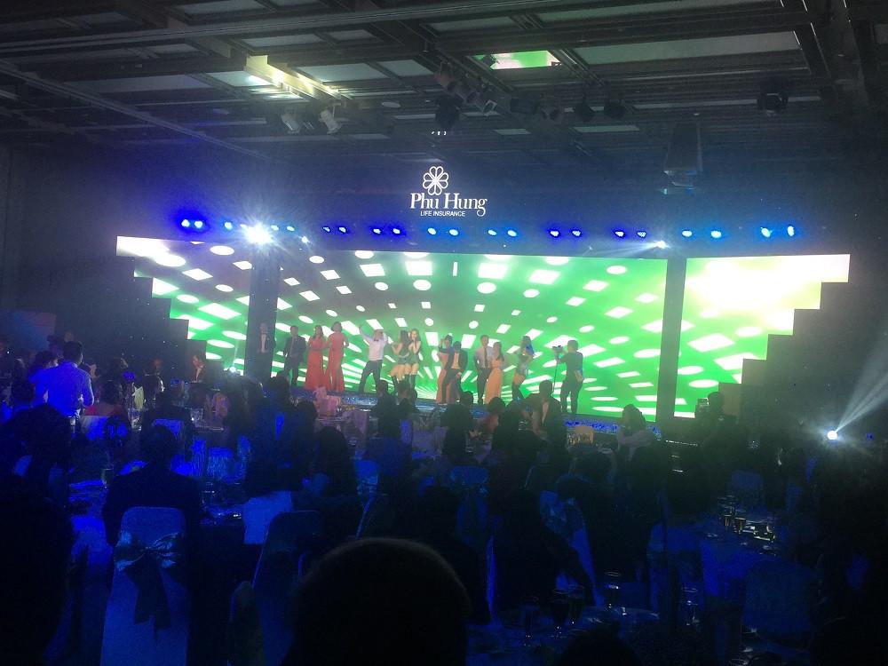 Cho thuê màn hình Led sân khấu chương trình Tất niên Công ty Phú Hưng Life tại khách sạn Nikko