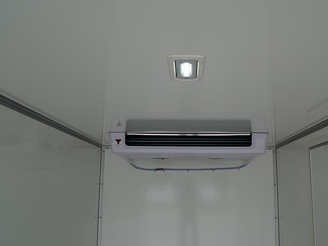 Giá xe tải Isuzu 1.4 tấn thùng đông lạnh(2)