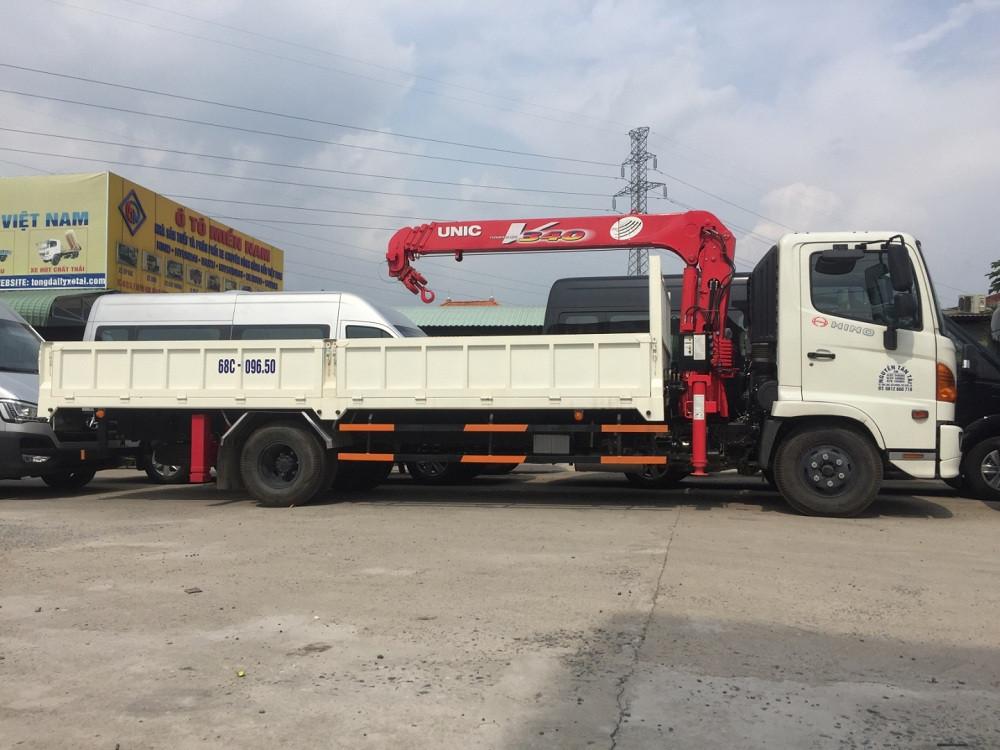 Giá xe tải gắn cẩu Hino FC9jlsw 5 tấn, gắn cẩu Unic V340 3 tấn