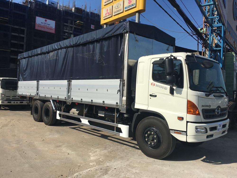Giá xe tải Hino 16 tấn thùng mui bạt