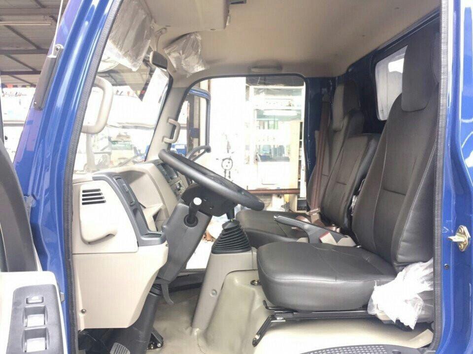 Nội thất xe tải 2.5 tấn Hyundai IZ65 thùng kín