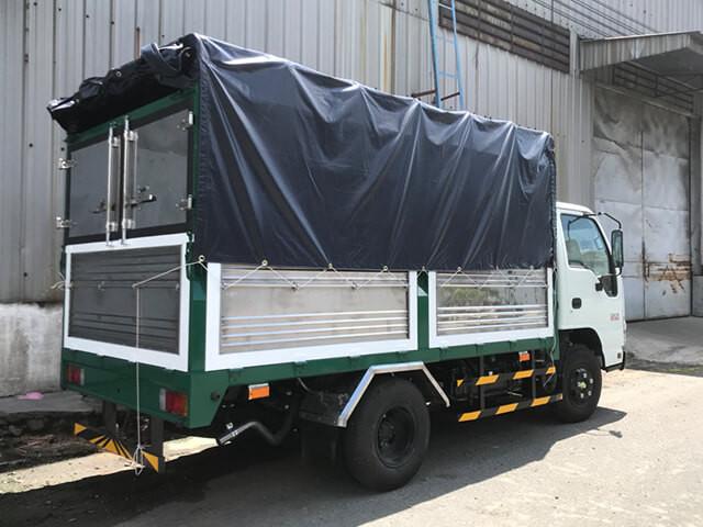 Giá xe tải Isuzu 2.4 tấn thùng mui bạt