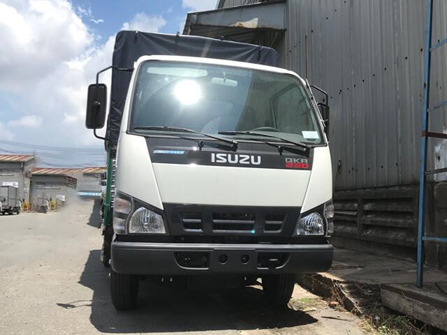 Giá xe tải Isuzu 2.4 tấn thùng mui bạt(5)