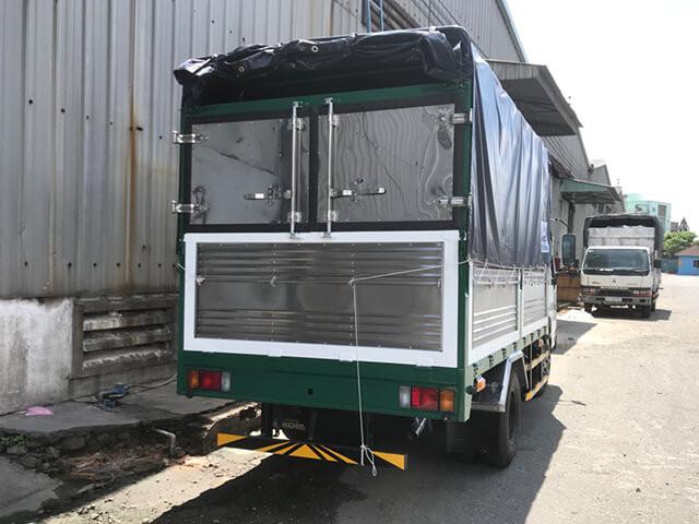 Giá xe tải Isuzu 2.4 tấn thùng mui bạt(2)