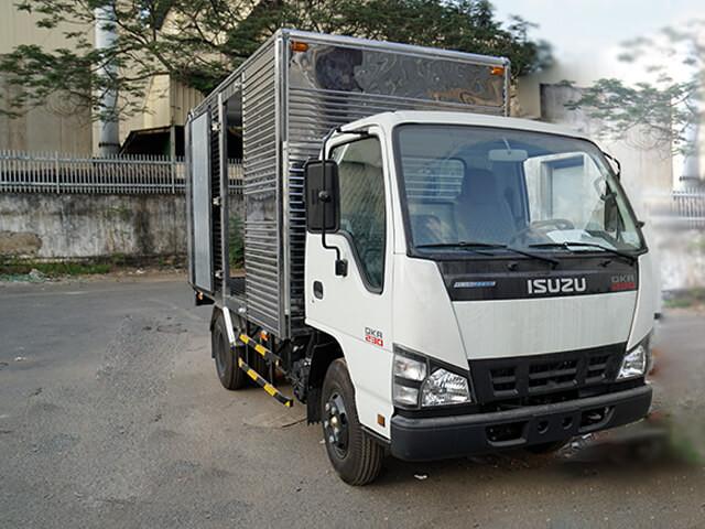 Giá xe tải Isuzu 2.4 tấn thùng kín
