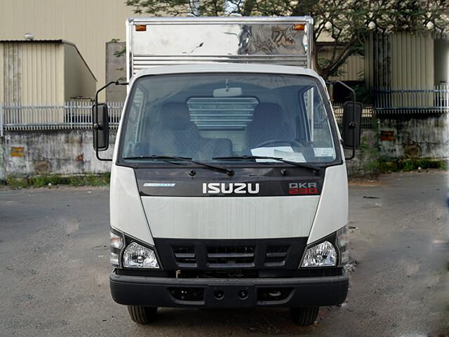Giá xe tải Isuzu 2.4 tấn thùng kín(1)
