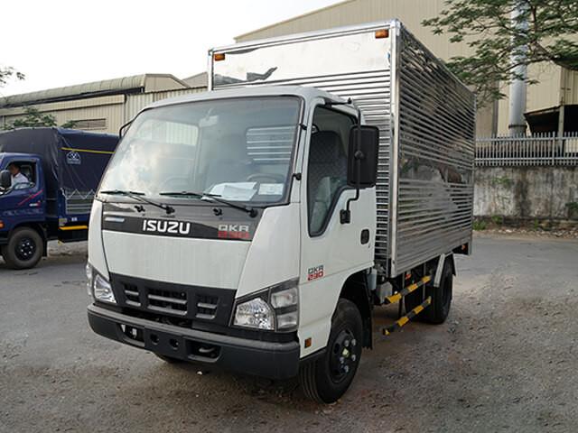 Giá xe tải Isuzu 2.4 tấn thùng kín(2)