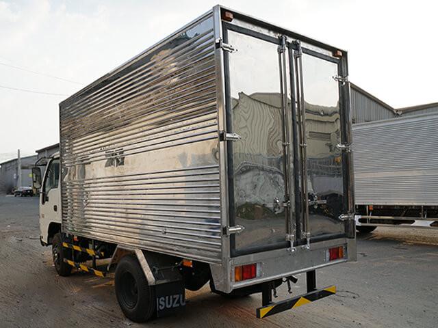 Giá xe tải Isuzu 2.4 tấn thùng kín(3)