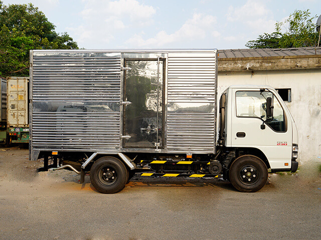 Giá xe tải Isuzu 2.4 tấn thùng kín(6)