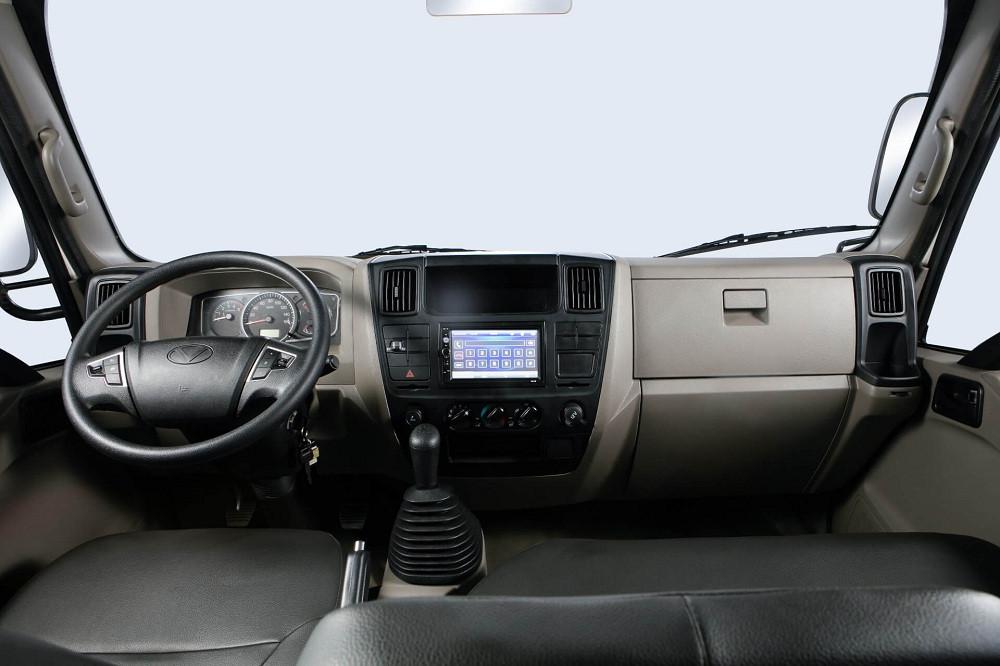 Trang bị nội thất xe tải 2.5 tấn Hyundai IZ65 thùng lửng