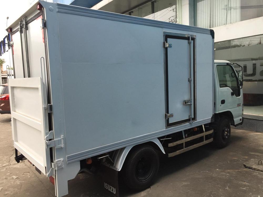 Giá xe tải Isuzu 2.4 tấn thùng đông lạnh(1)