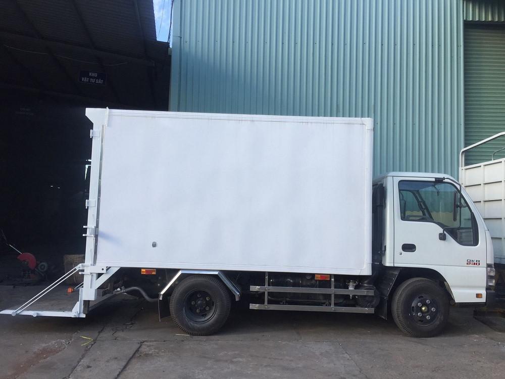 Giá xe tải Isuzu 2.4 tấn thùng đông lạnh(2)