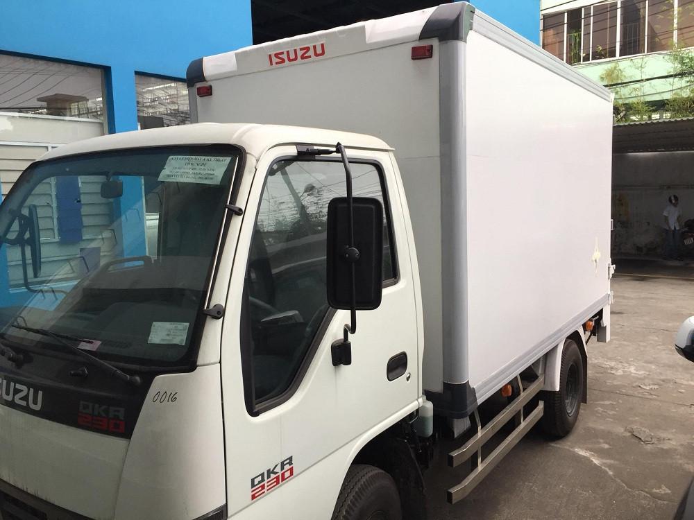Giá xe tải Isuzu 2.4 tấn thùng đông lạnh(4)