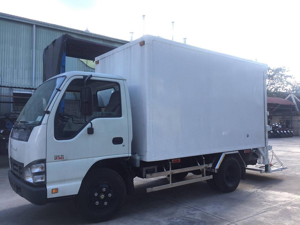 Giá xe tải Isuzu 2.4 tấn thùng đông lạnh(6)