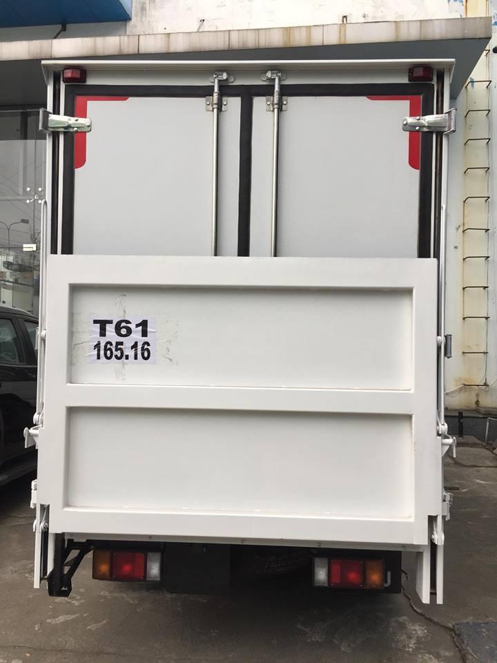 Giá xe tải Isuzu 2.4 tấn thùng đông lạnh(5)