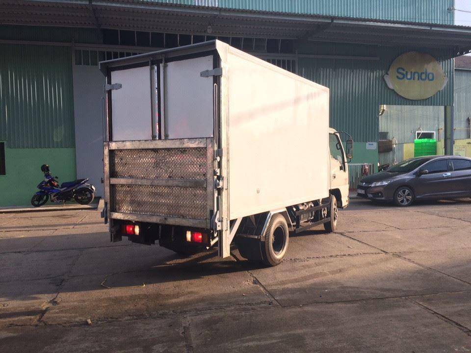 Giá xe tải Isuzu 2.4 tấn thùng đông lạnh(7)