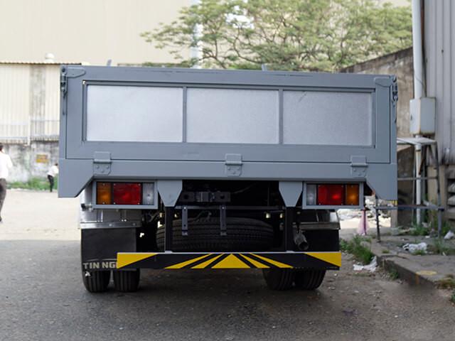 Giá xe tải Isuzu 2.4 tấn thùng lửng