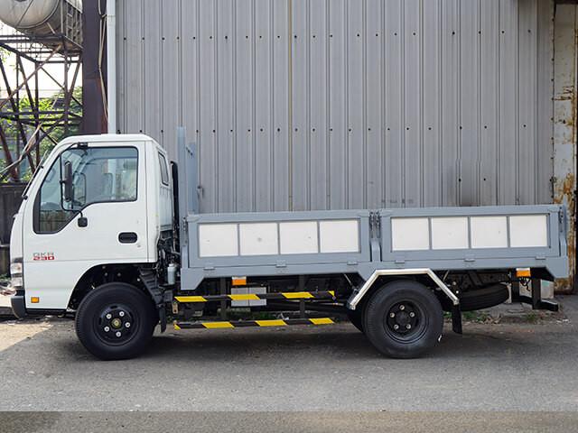 Giá xe tải Isuzu 2.4 tấn thùng lửng(1)