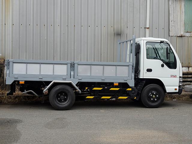 Giá xe tải Isuzu 2.4 tấn thùng lửng(2)