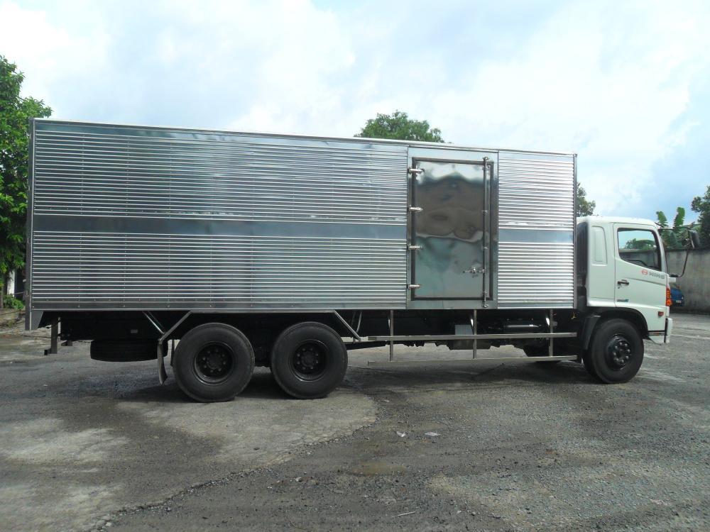 Giá xe tải Hino 16 tấn thùng kín(2)