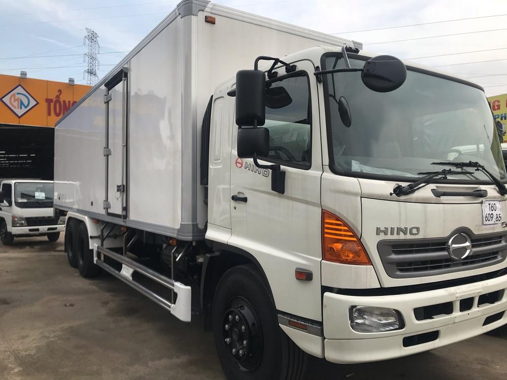 Giá xe tải Hino 16 tấn thùng đông lạnh(2)